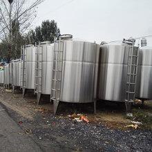 二手不銹鋼儲罐低價處理供應二手食品通用設備不銹鋼儲罐圖片