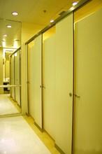 灌南縣美寰學校辦公樓公共廁所抗倍特板淋浴房防水鋁蜂窩隔斷門圖片