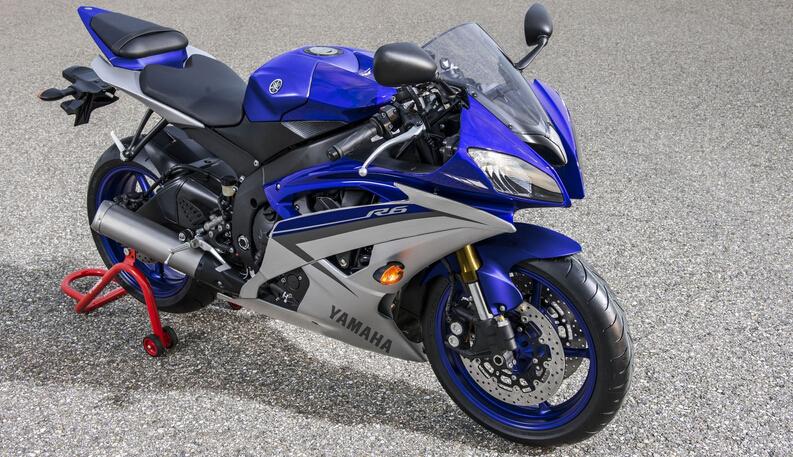 雅马哈YZF-R6摩托车跑车