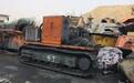 修理挖掘式装载机(扒渣机)上工地维修