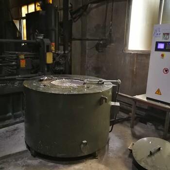 铝制配件压铸现场铝块溶解电炉铝锭制造设备河南超锋厂家直销熔炼铝炉