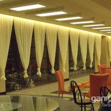 北京印字窗帘院校遮光窗帘礼堂幕布会议室电动窗帘公司百叶帘办公室窗帘图片