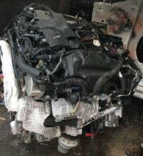 路虎揽胜发现3发现43.0T发动机起动机空调泵图片