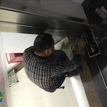 深圳不限区域安装222地弹簧,,818地弹簧产品质量保证