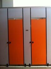 安徽馬鞍山專業從事衛生間隔??斷,浴室隔斷及衛浴專用配件的設計、開發、生產及銷售安裝圖片