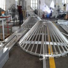 广东装饰材料定制工厂拉弯方管型材方同造型挂板吊顶图片