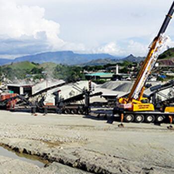 厂家直销反击式移动破碎机鹅卵石风化岩加工流动性破碎生产线
